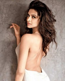 deepika-padukone-hot-sexy-bikini-exclusive-photos10-220x274