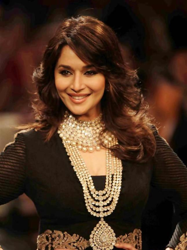 Madhuri+Dixit+Hot+Smile+3