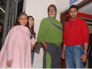 21-1353499845-aishwarya-family5