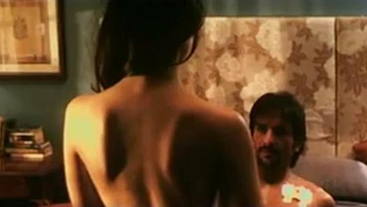 Photos Kareena's hot bed scene