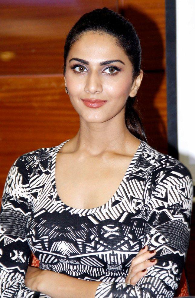 Vaani Kapoor, (4)