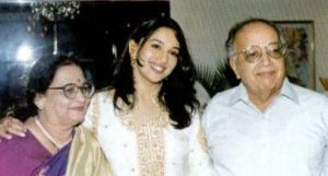 Madhuri-dixit-with-her-parents