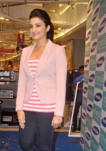 Parineeti Chopra (9)