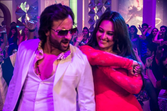 Saif Ali Khan and Sonakshi Sinha in the song Tamanche pe Disco from Bullett Raja (1)