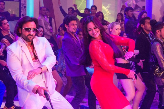 Saif Ali Khan and Sonakshi Sinha in the song Tamanche pe Disco from Bullett Raja (7)