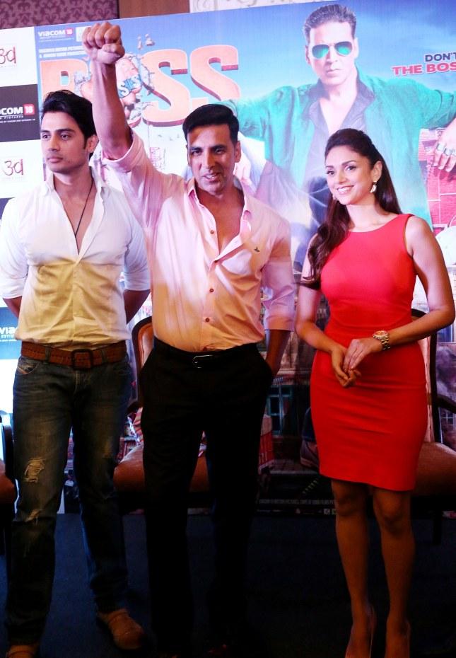 Shiv Pandit, Akshay Kumar and Aditi Rao Hydari (1)