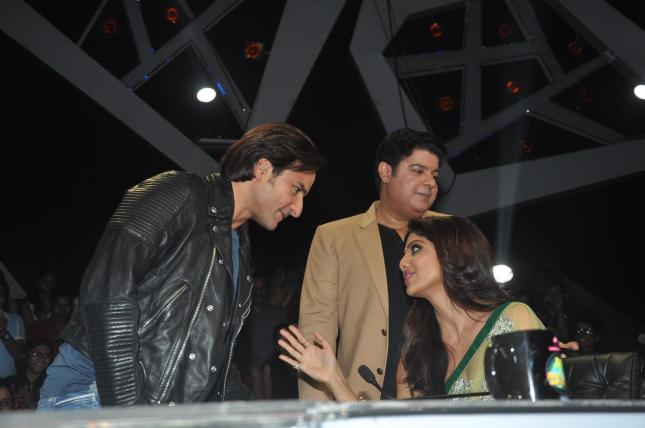 Actors Saif Ali Khan, Shilpa Shetty and Director Sajid Khan on Nach Baliye 6 sets promoting film Bullet Raja in Mumbai on Tuesday, November 19th, 2013