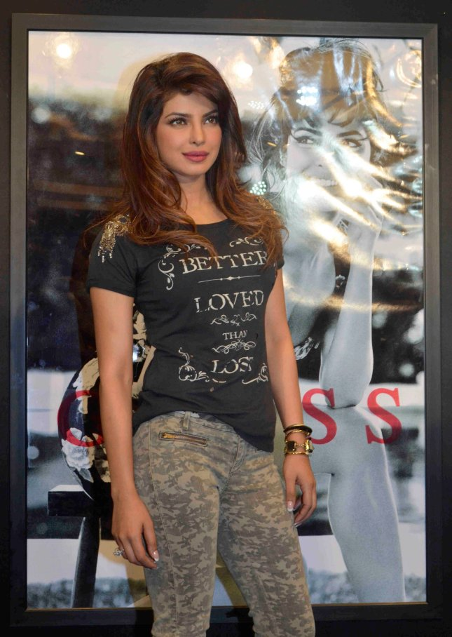 1_Priyanka Chopra_01Dec2013