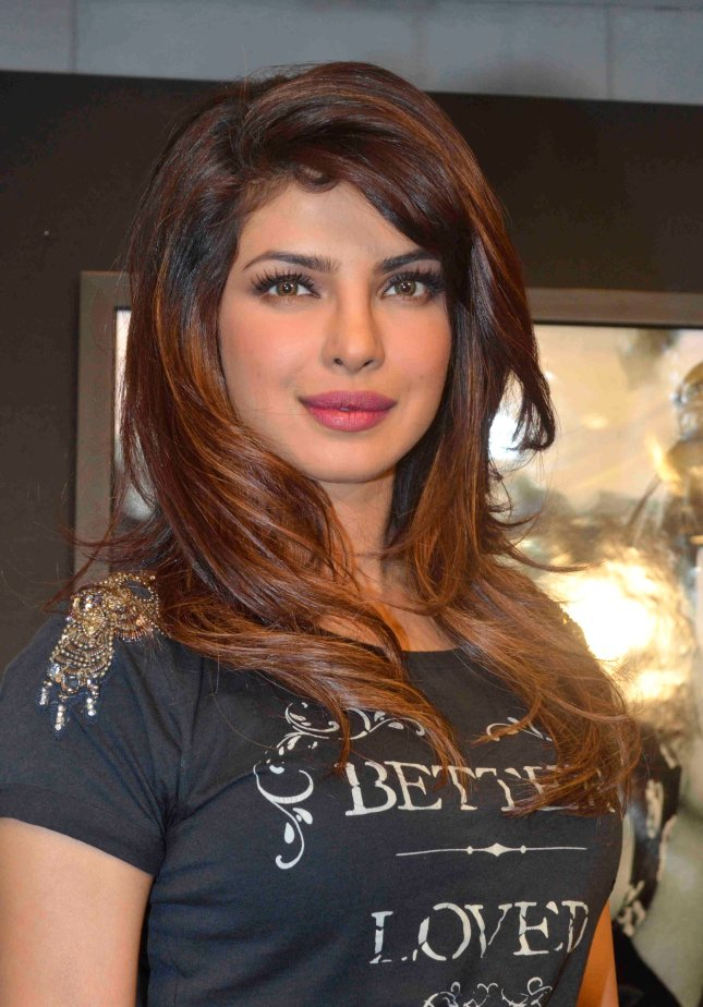 3_Priyanka Chopra_01Dec2013