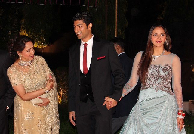 1_Hema Malini, Vaibhavv Vohra and Ahana Deol_07Feb2014